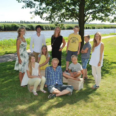 <strong>FAMILIE 9</strong>